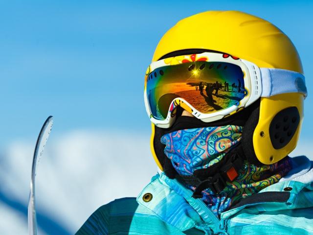 Privítajte prvý sneh na svahu v modernej lyžiarskej prilbe