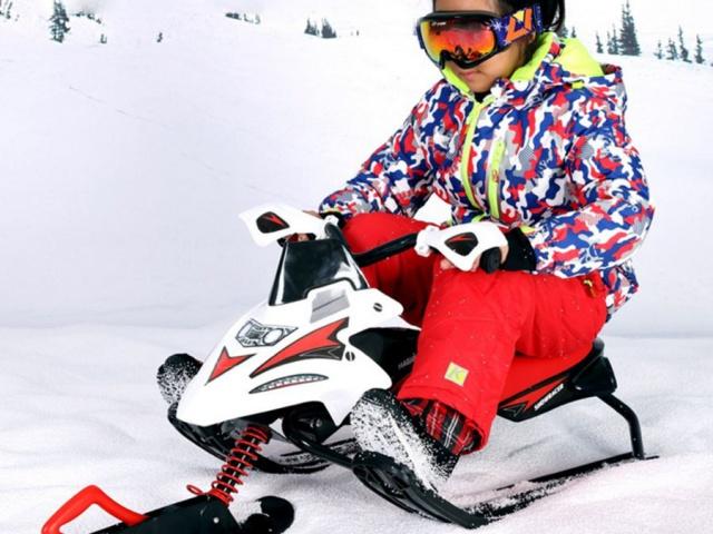 Potreby na pravú sánkovačku: sane, boby, klzáky a snežné skútre za výborné ceny