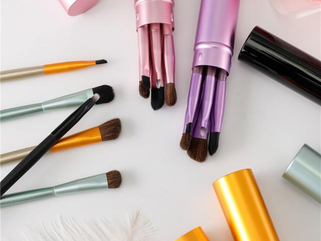 Make up – štetce, hubky, umelé riasy a iné zázraky, ktoré sa zídu každej žene